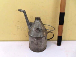 Watering can for oil
