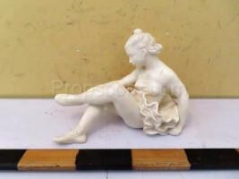 Statuette of a sitting dancer