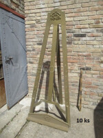 Easel for paintings