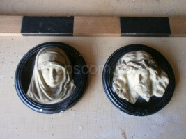 Plaster sculptures of Jesus and the Virgin Mary