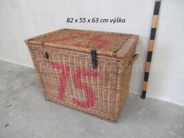 Wicker basket with lid