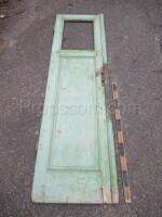 left part of the door green