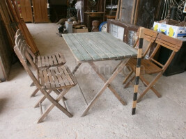 garden set: table chairs
