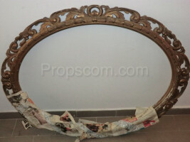 oval frame decorated with wood brass?